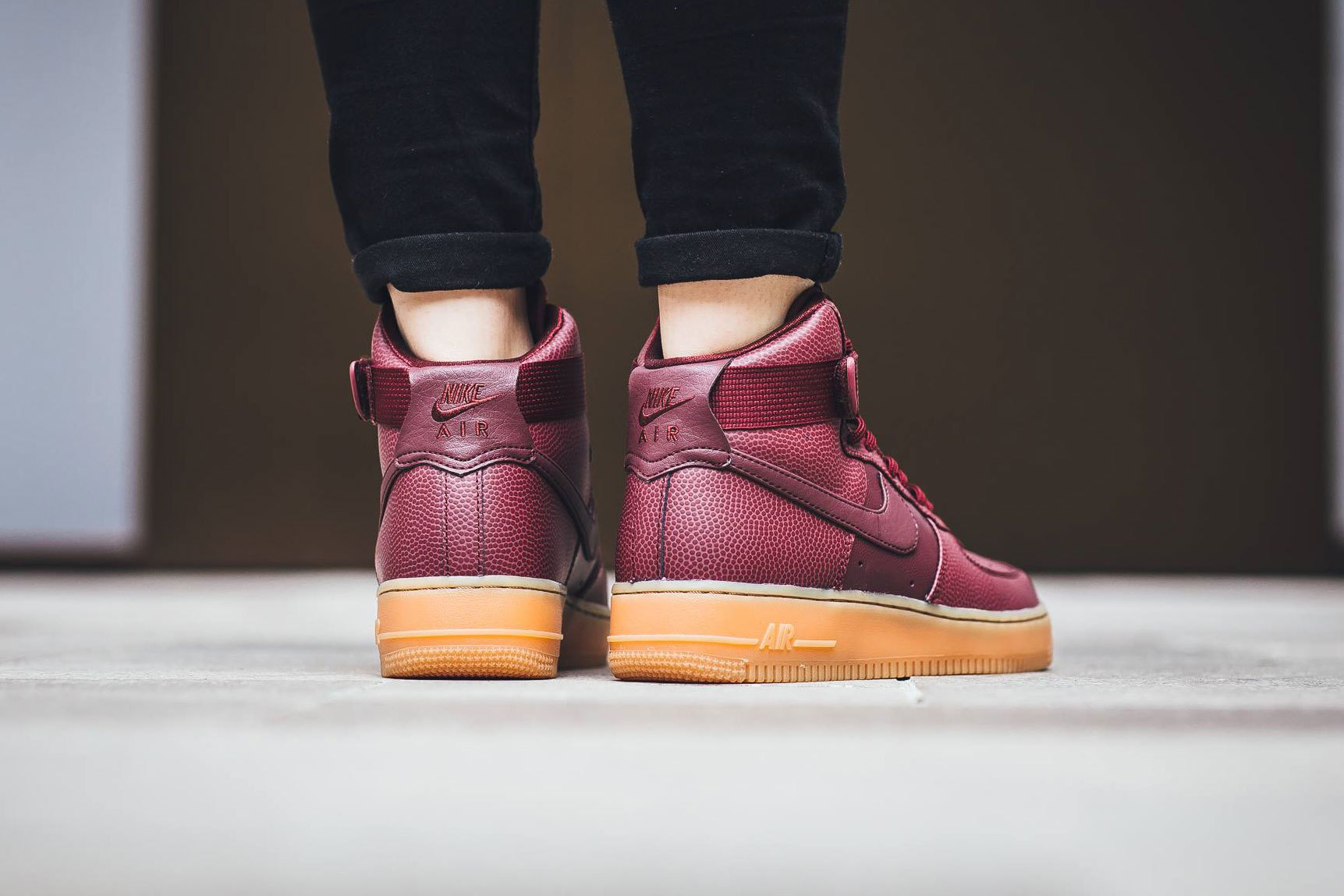 nike-air-force-1-hi-se-night-maroon-2.jpg