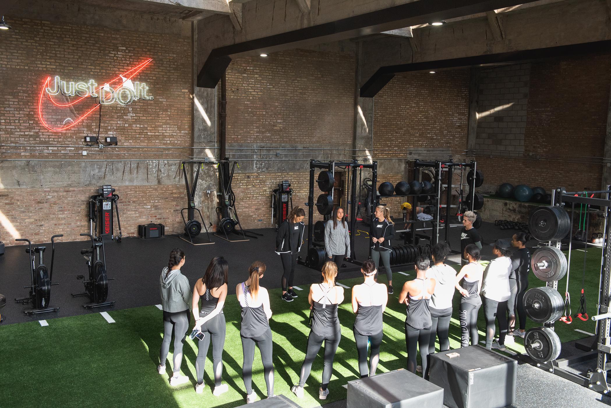 Zoe_Rain_Nike_Training_04_22-_DSC7704 copy.jpg