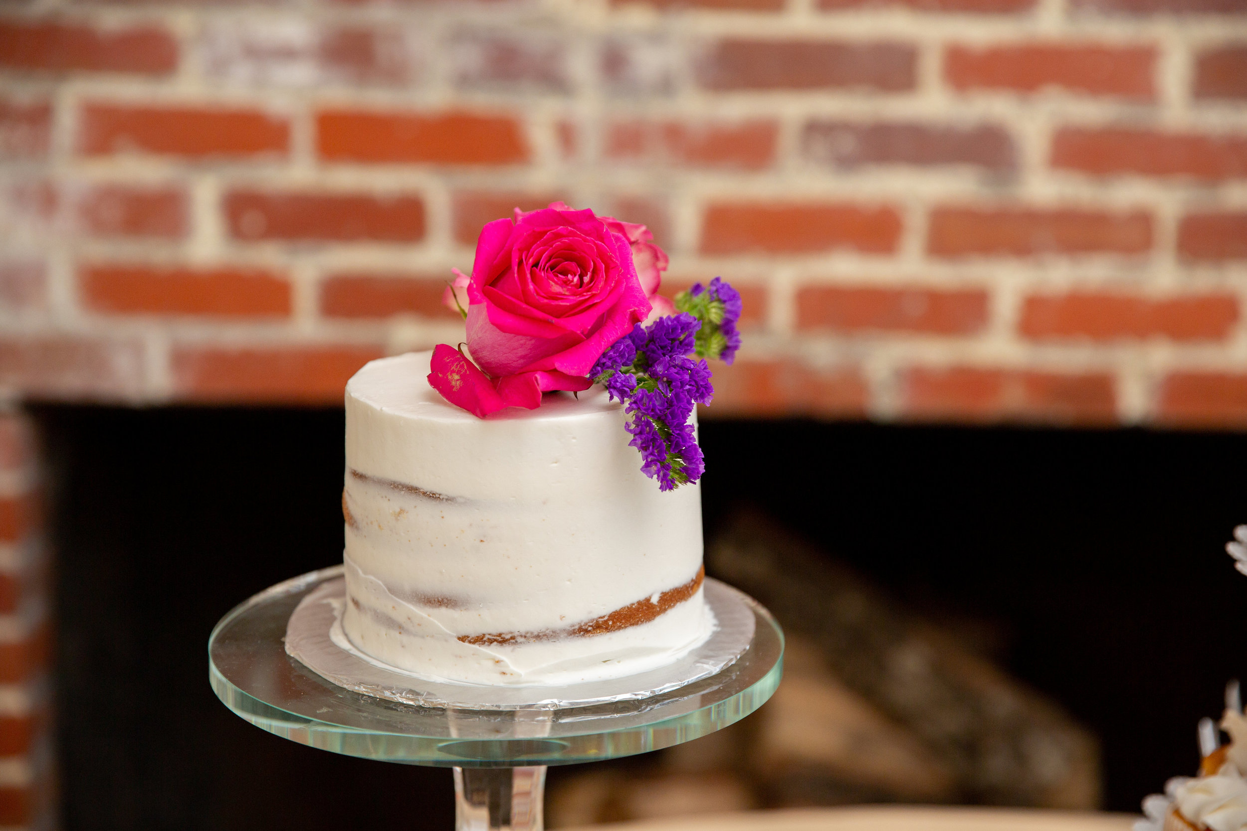Small One Tiered Wedding Cake.jpg