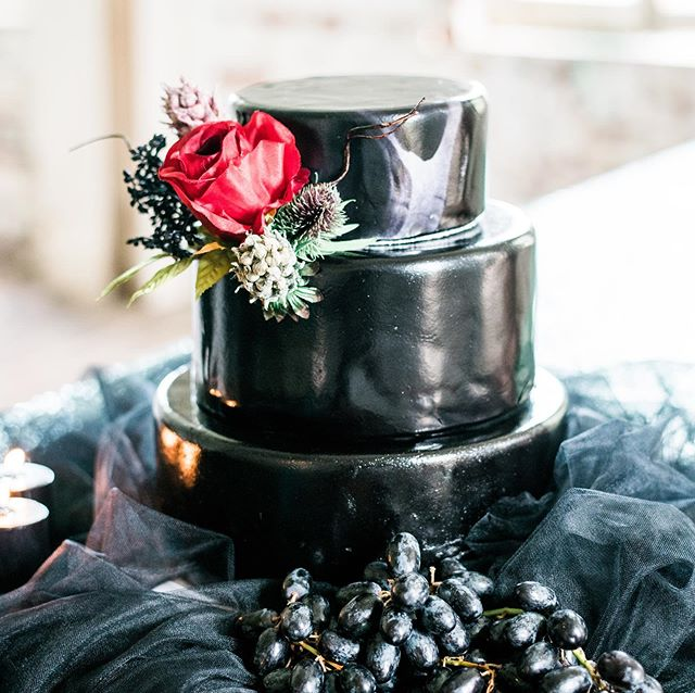 Our favorite month is here - #OCTOBER 🖤👻🎃 _ _ We're ready for all thinks black, spooky & pumpkin!! _ _ Cake | @buttercreamcakesandcatering  Photographer | @stanweddings  Decor | @royaldecormb  _ _ #october #gothwedding #gothicbride #blackwedding #blackweddingcake #atalayacastle #huntingtonbeachstatepark #murrellsinlet #southernwedding #murrellsinletwedding #southcarolinawedding #styledshoot #gothicromance #styledshootsacrossamerica #eventplanner #southcarolinaeventplanner #ebs #eventsbysantana