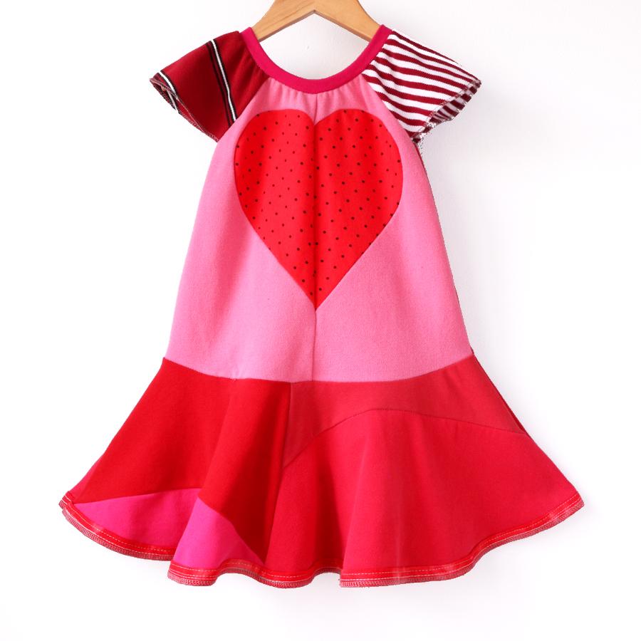 3T flutter:pink:red:dots:twirl.jpg