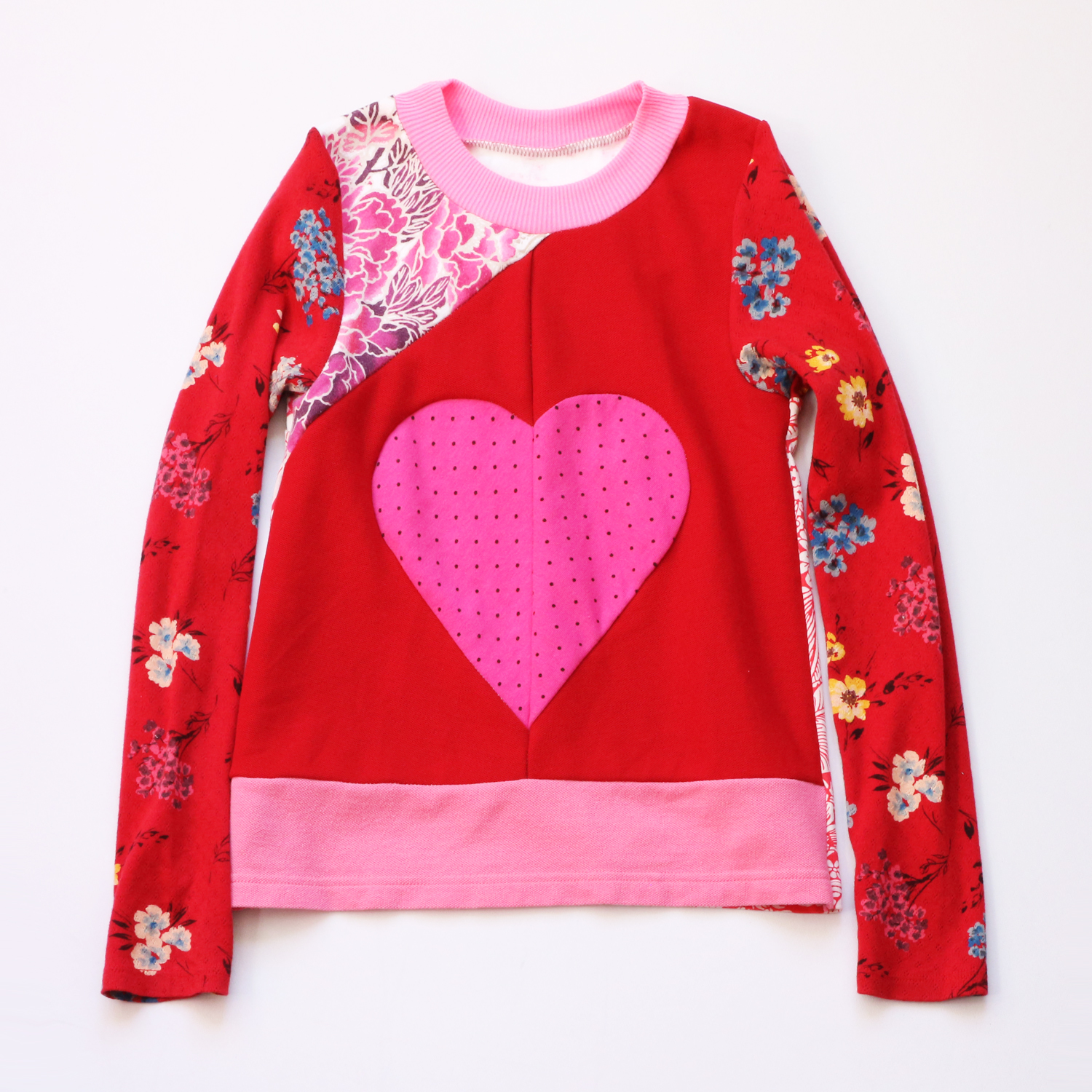 flat 8:10 floral:red:patchwork:heart:ls:top .jpg