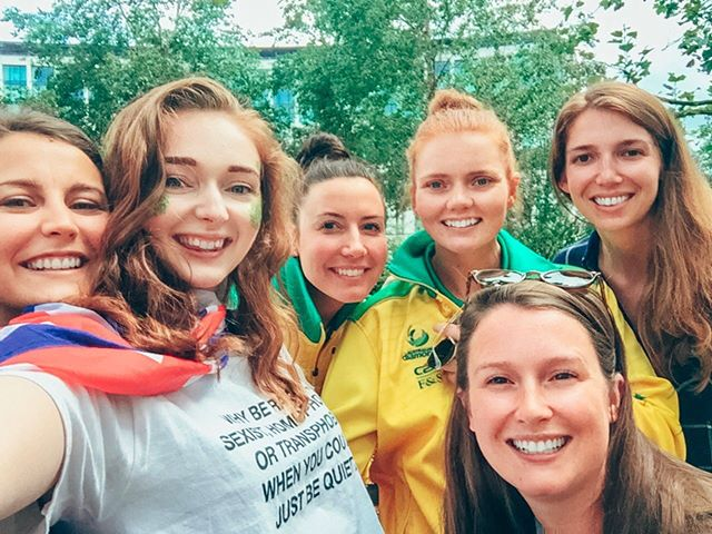 They say never meet your heroes because they're sure to disappoint you, but we can confirm that this is 100% wrong, because @kelseybrowne_ and @sjwood91 are not only our netball heroes, but they are THE nicest people, and were kind enough to take a quick selfie with some of our players, even as they were getting ready to leave! We also got to chat a little bit to @kelseybrowne_ about @netballparis, and she said it would be so cool if we could one day see France in the World Cup 😍 we're working on it! #ThisIsNetball