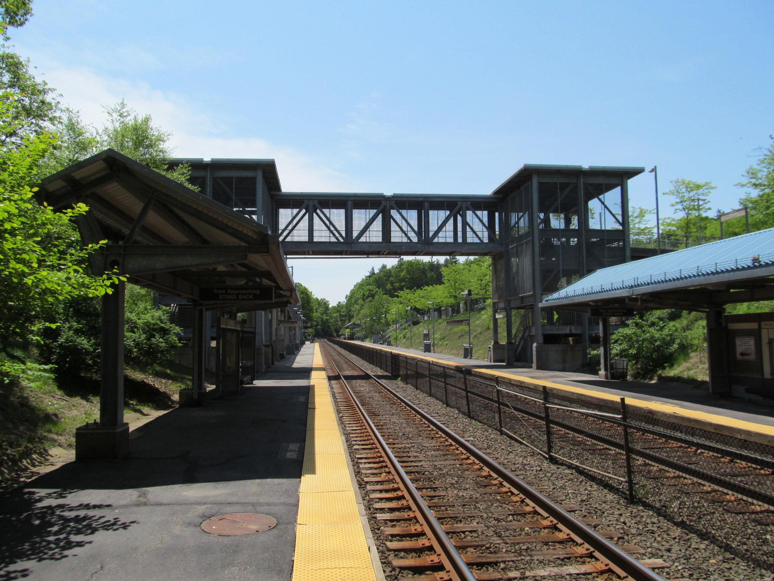 Grafton_MBTA_station,_Outbound,_North_Grafton_MA.jpg