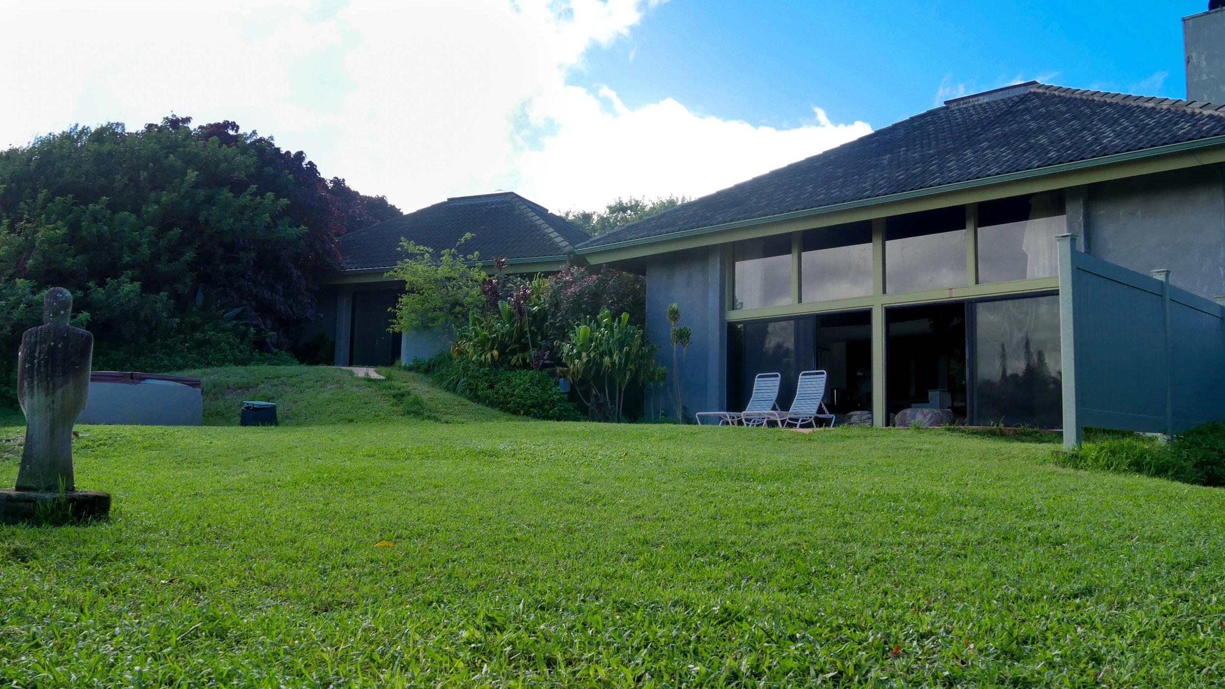 villa yard 2.jpg