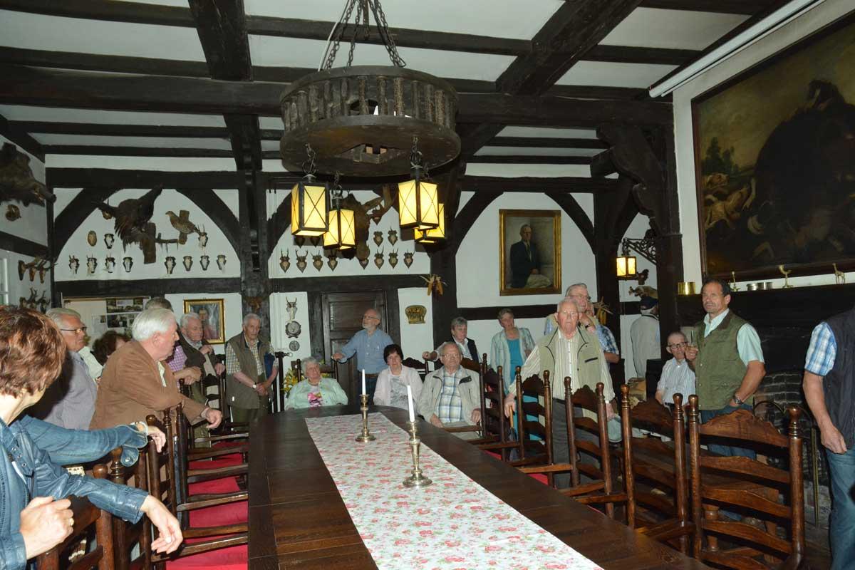 """Manch interessante Geschichte erfuhren die Heimatfreunde im """"Rittersaal"""" des Gutes Erpenbeck"""