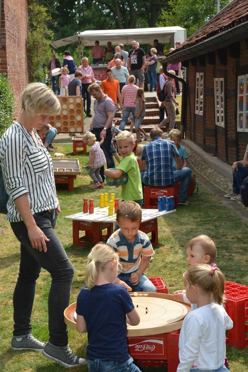 Reichlich Gebrauch machten die Kids von der Spielmöglichkeiten, die die Jugendpflege der Samtgemeinde anbot.