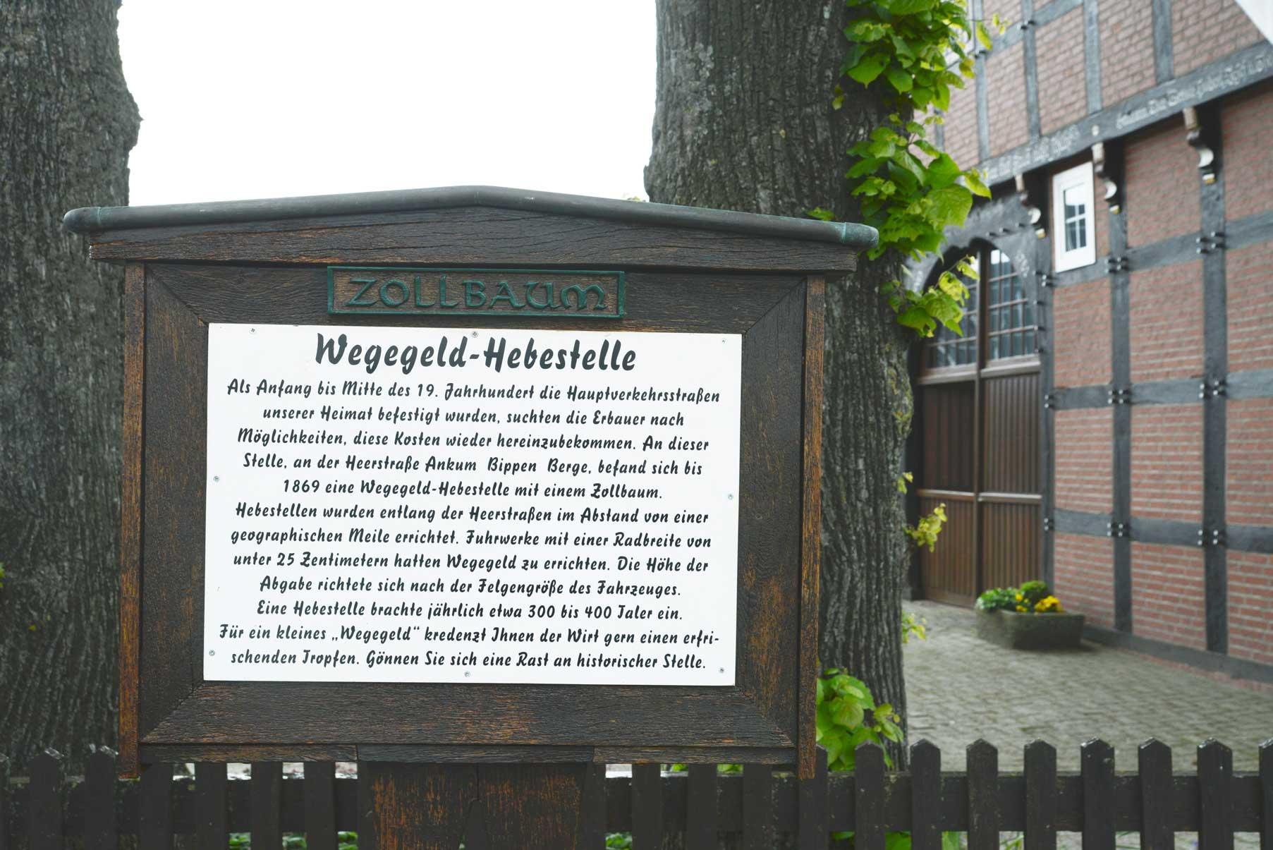 Die Historie des Ortes vermittelt eine Infotafel