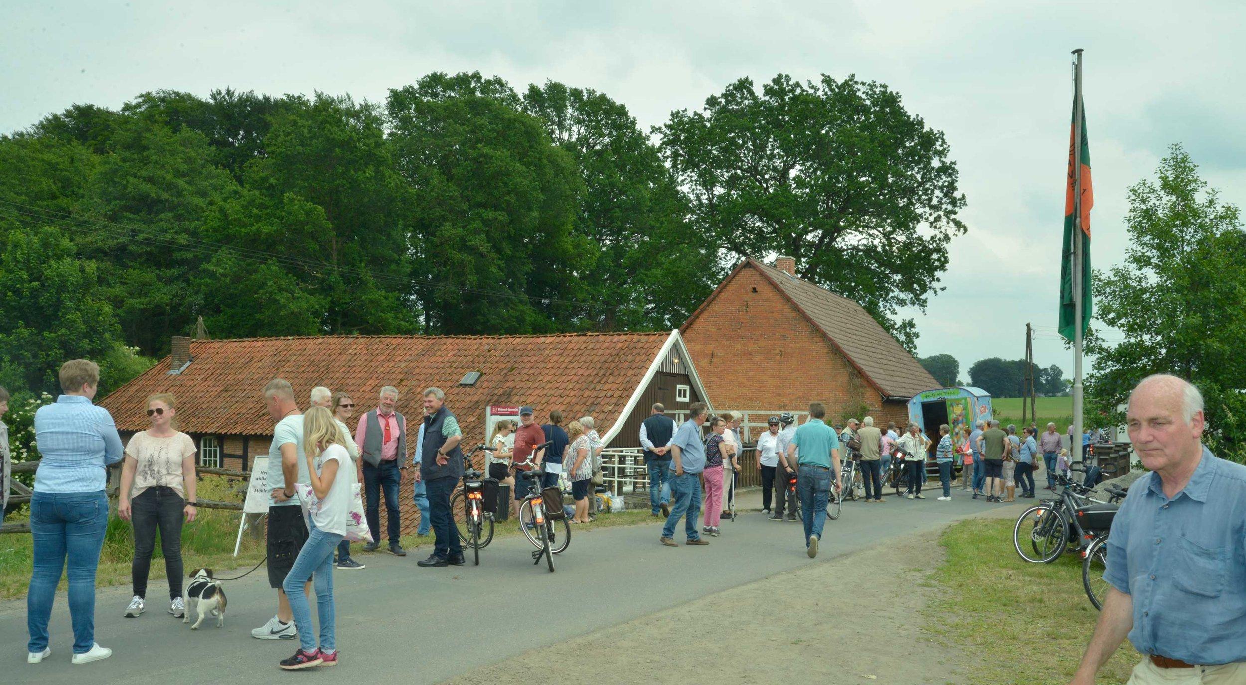 Reges Kommen und Gehen zeugte davon, dass vielen Besucher beim Mühlentag mehrere Mühlen ansteuerten.