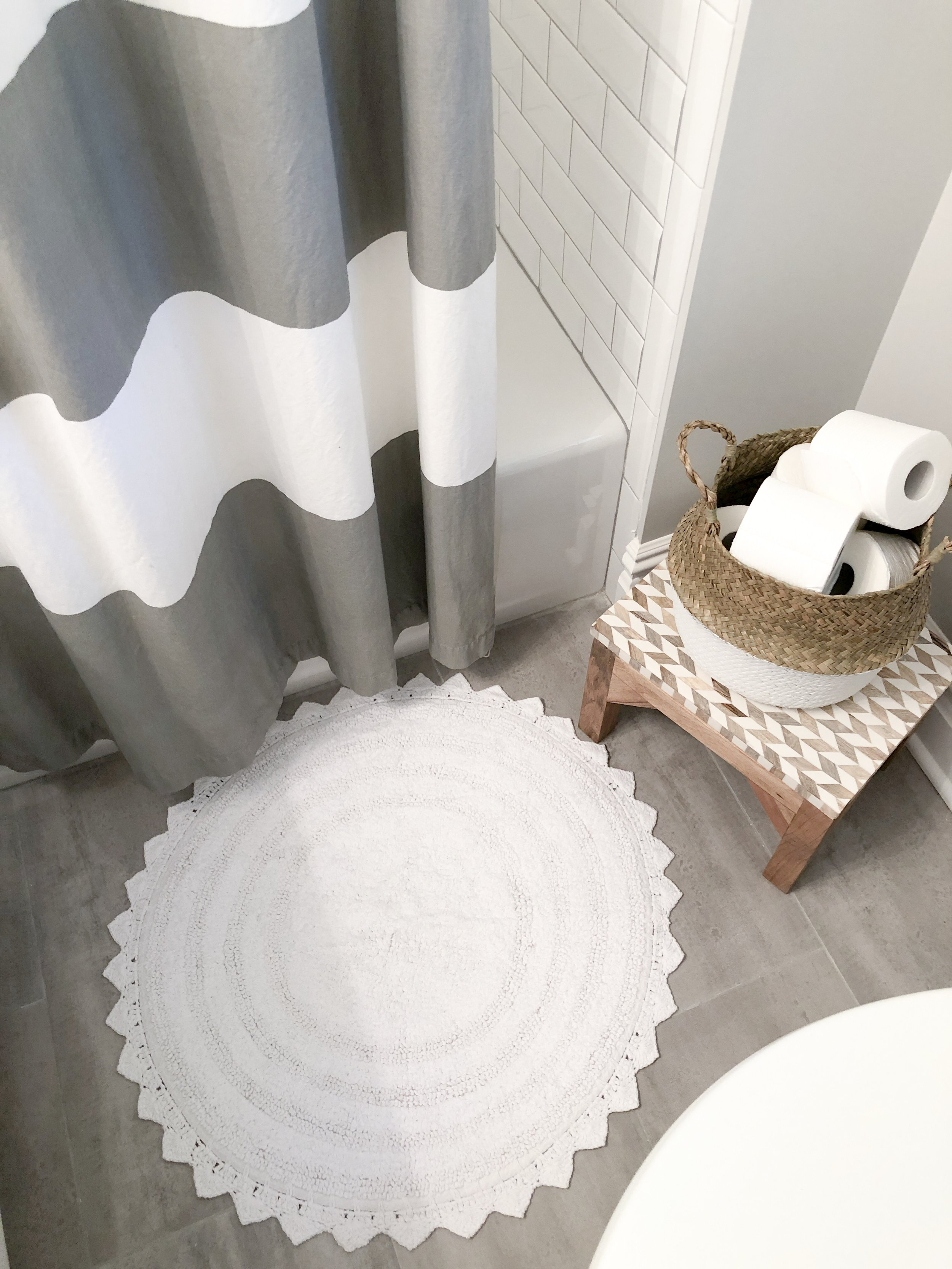 Tiny white vintage-looking bathmat fits perfectly up here!