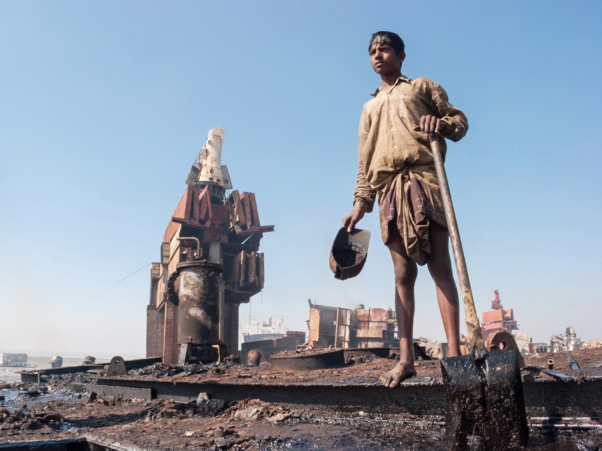 bangladesh-chittagong-shipbreaking-boy.jpg
