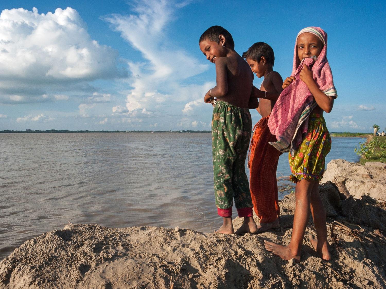 bangladesh-chars-children-river.jpg