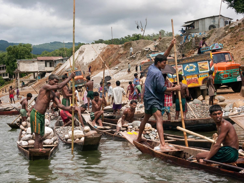 bangladesh-jaflong-sylhet-workers-stones.jpg
