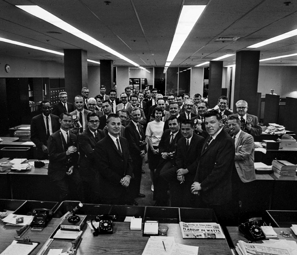 Pulitzer Prize-winning team at the Los Angeles Times, 1966 (Photo / Los Angeles Times)