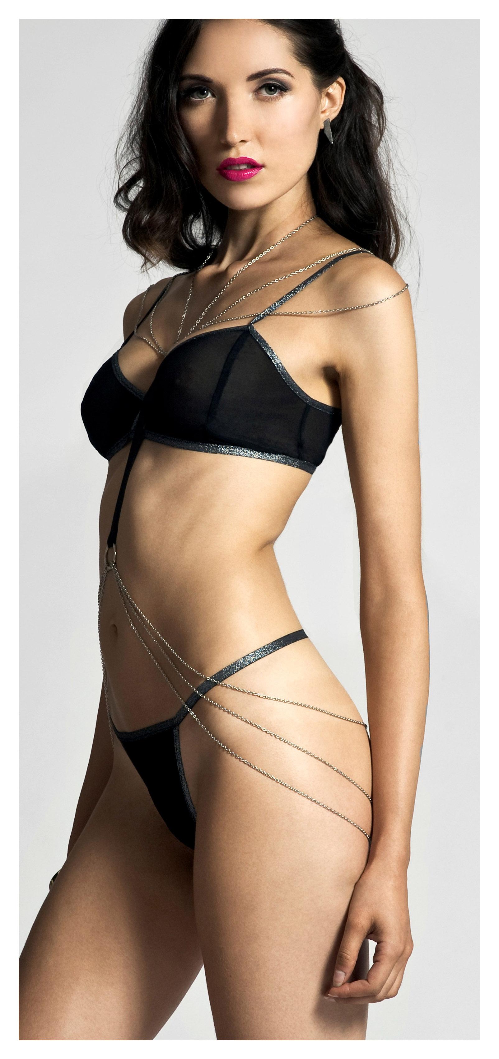 web_of_seduction_body_chain2_b.jpg