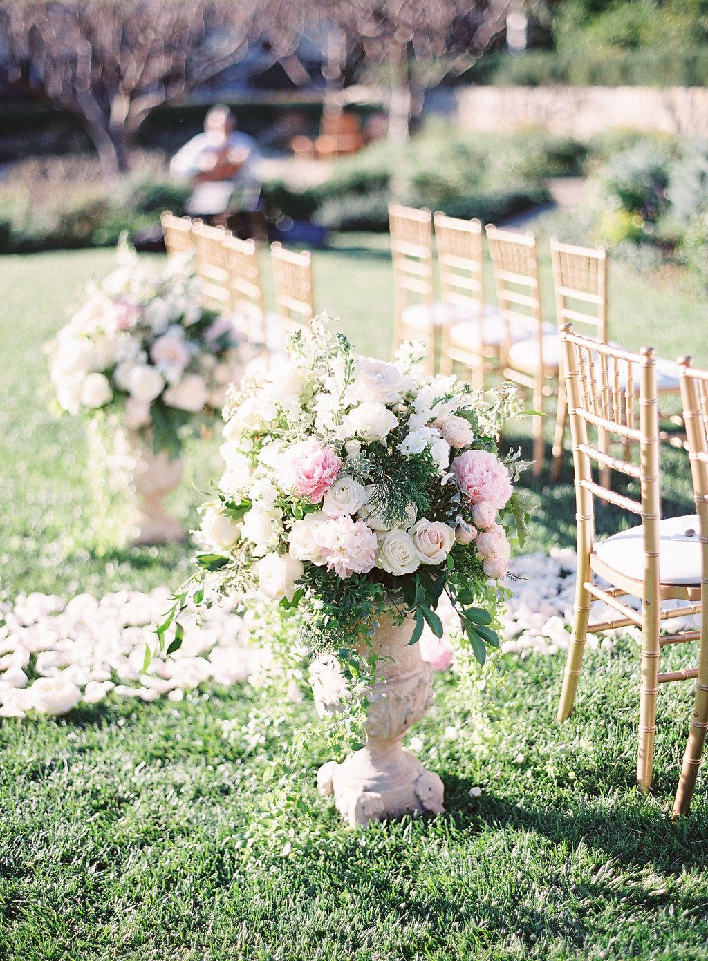 San Ysidro Ranch Wedding   Cody Floral Design   Santa Barbara Wedding Florist   Photography by The Great Romance