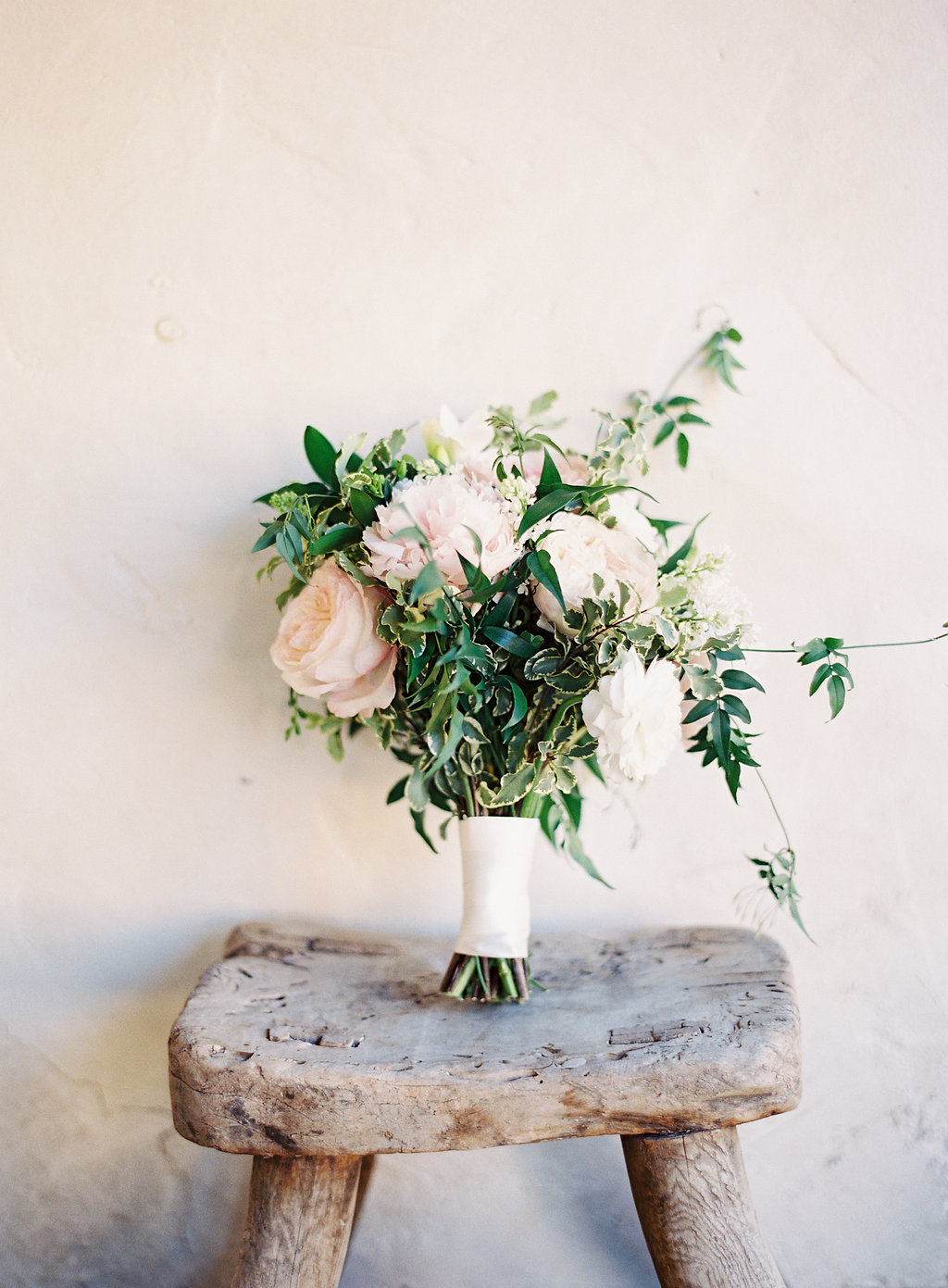 San Ysidro Ranch Wedding | Cody Floral Design | Santa Barbara Wedding Florist | Photography by The Great Romance