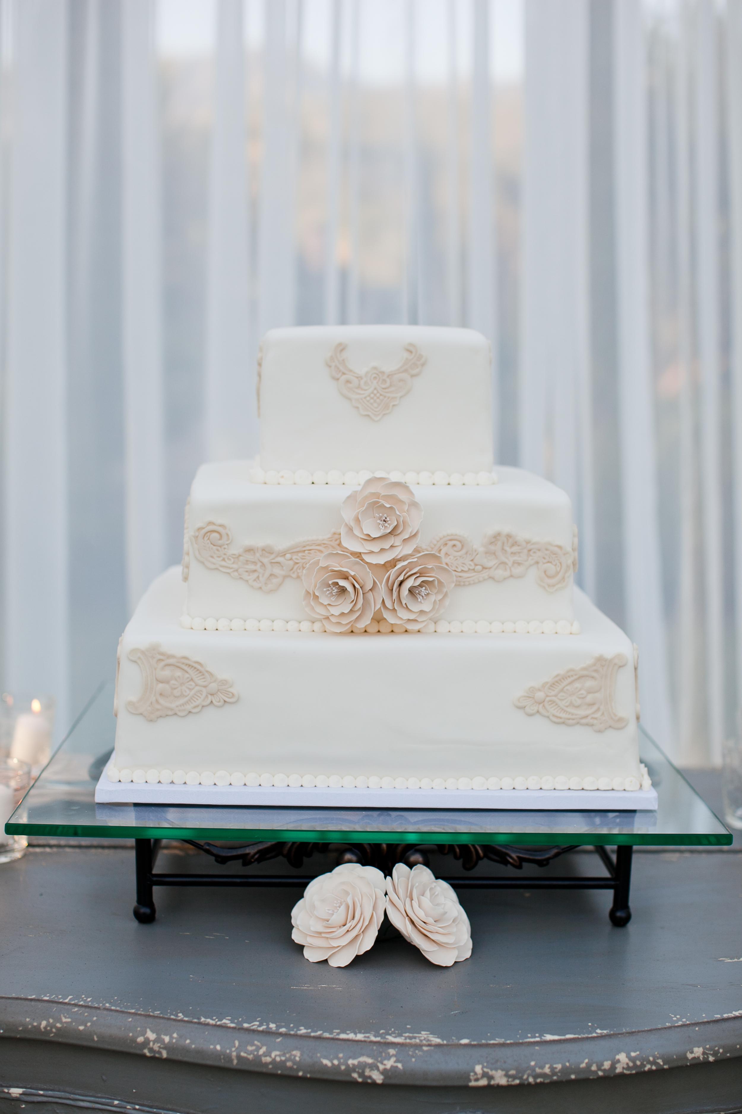 Ashleigh Taylor Photography   Cody Floral Design   Santa Barbara Wedding Florist   Cake by Christine Dahl Pastries