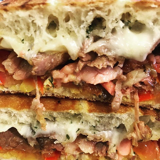 Roast Beef with roasted peppers, provolone and herb mayo #tryme #sandwich #eeeeeats #hot🔥