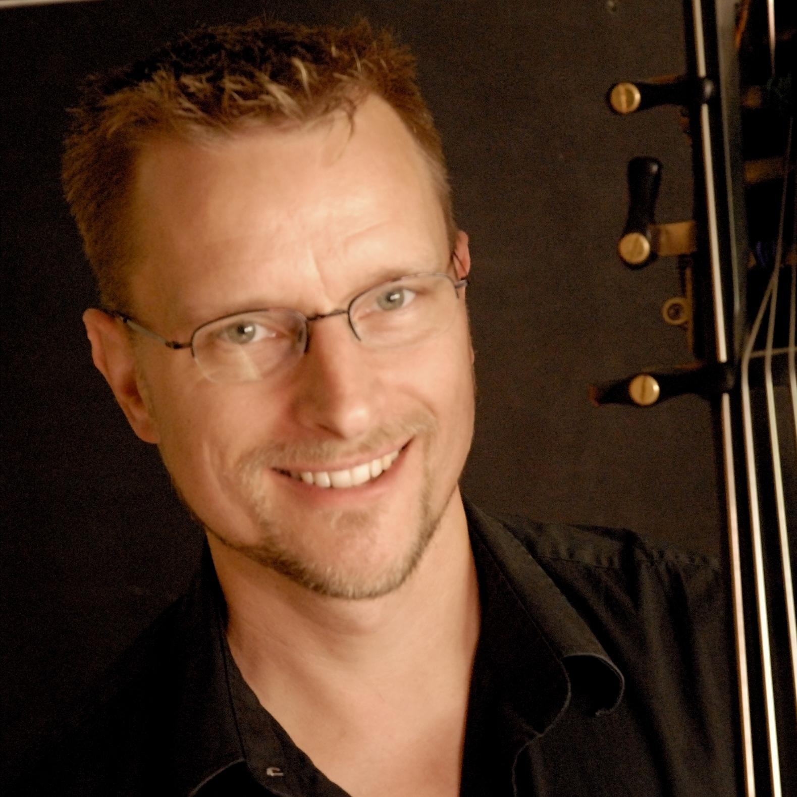 STEPHEN SCHERMER, bass