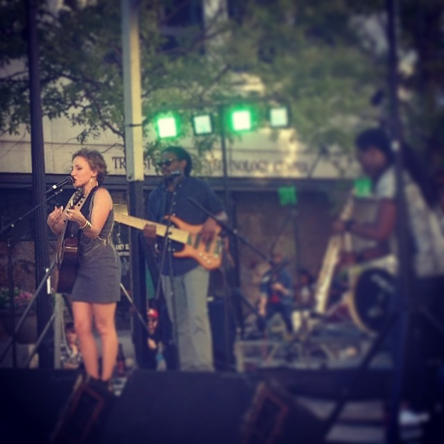 Laura Reed jamming.  Inflowential rocking at 8 for Brewgaloo in Raleigh.