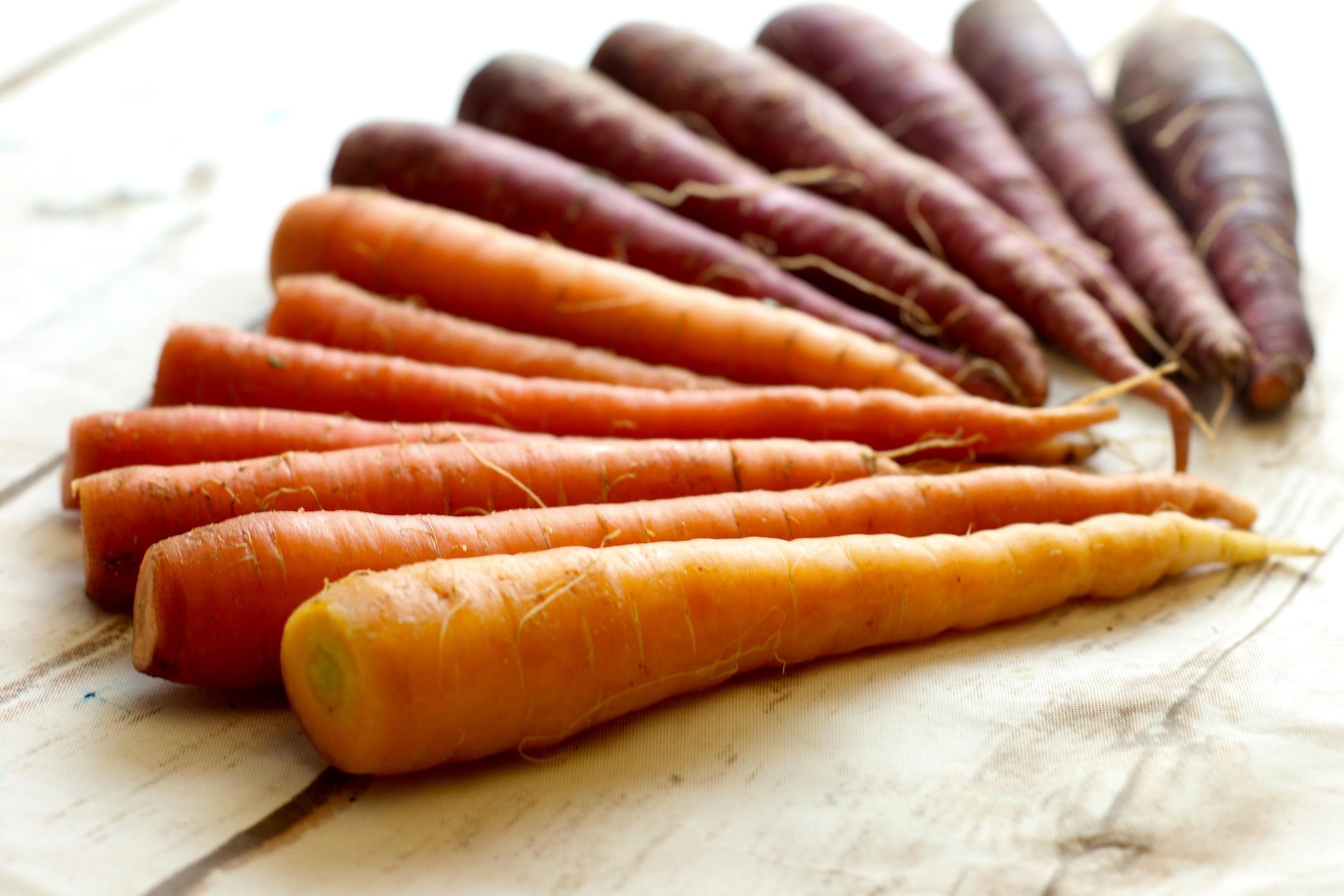 apricot glazed roasted carrots_6839.jpg