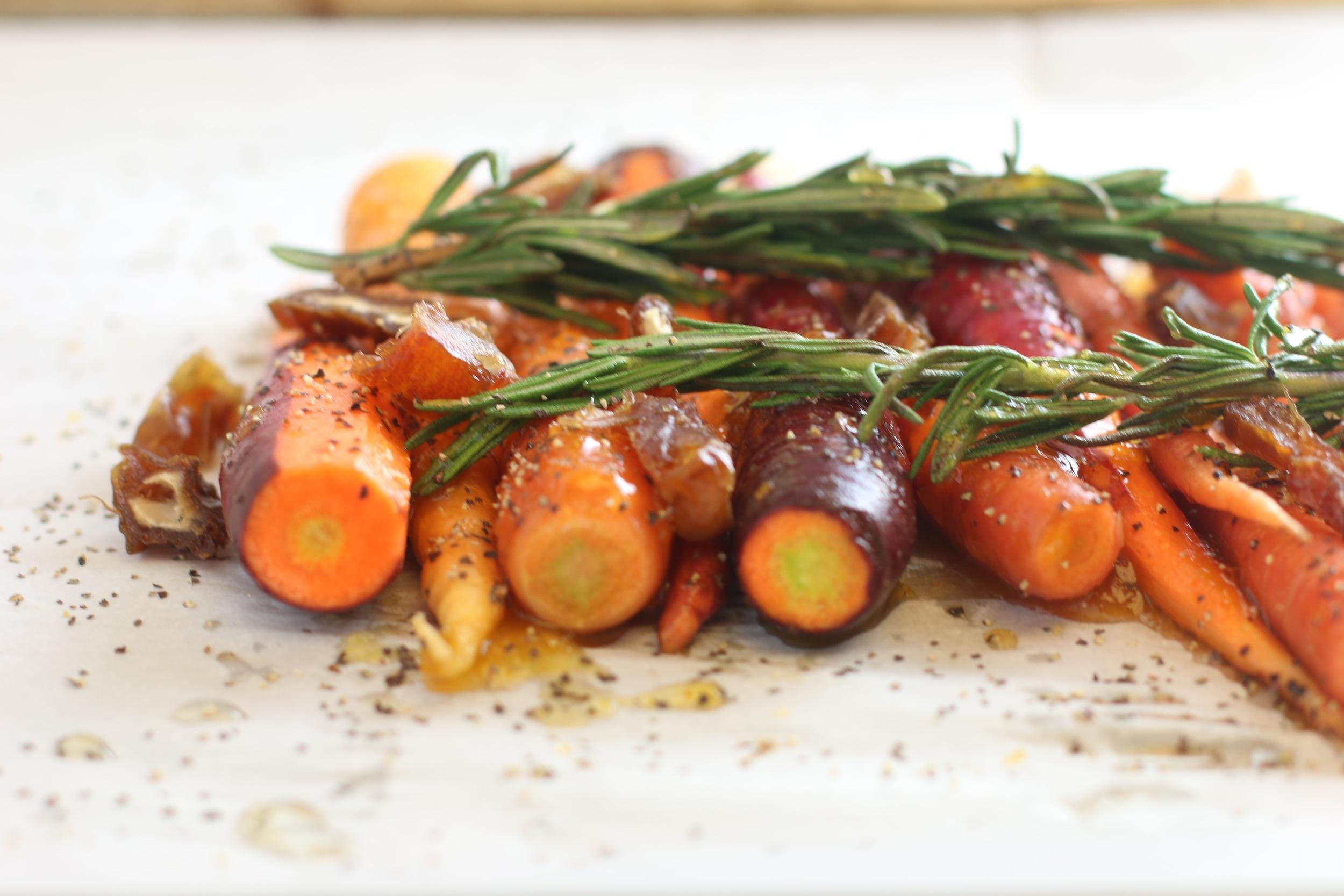 apricot glazed roasted carrots_6856.jpg