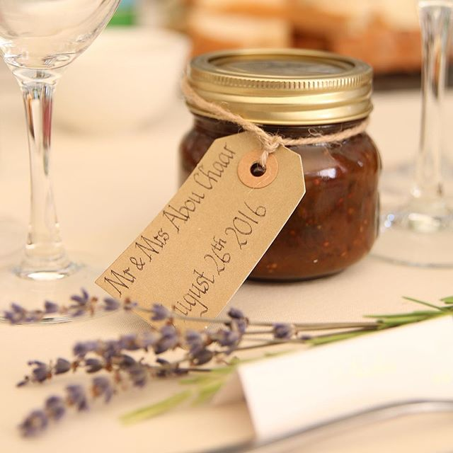 🍴Red tomato chutney🍴 Favors at my cousins wedding, handmade by the brides mother using a traditional English recipe. Working on getting the recipe for you guys because it tasted amazing! A savory chutney with the perfect touch of sweetness 👌🏻 Does anyone have a good tomato chutney recipe ?