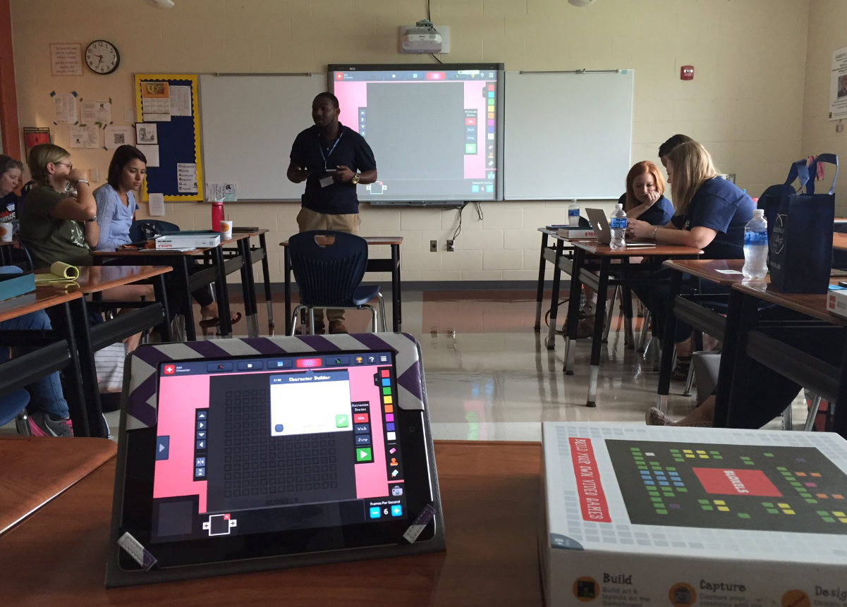 Teachers learn with Bloxels!