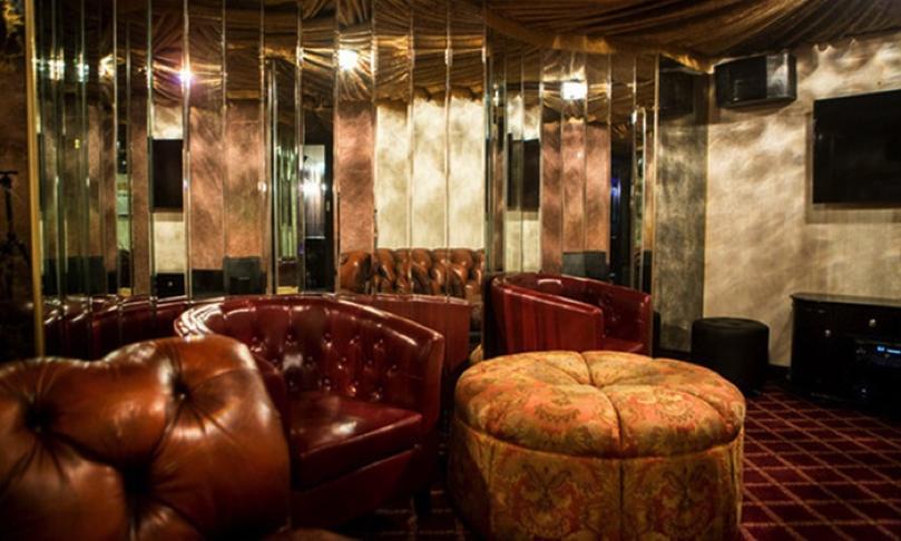 Karaoke Room en Brooklyn Bazaar, New York.