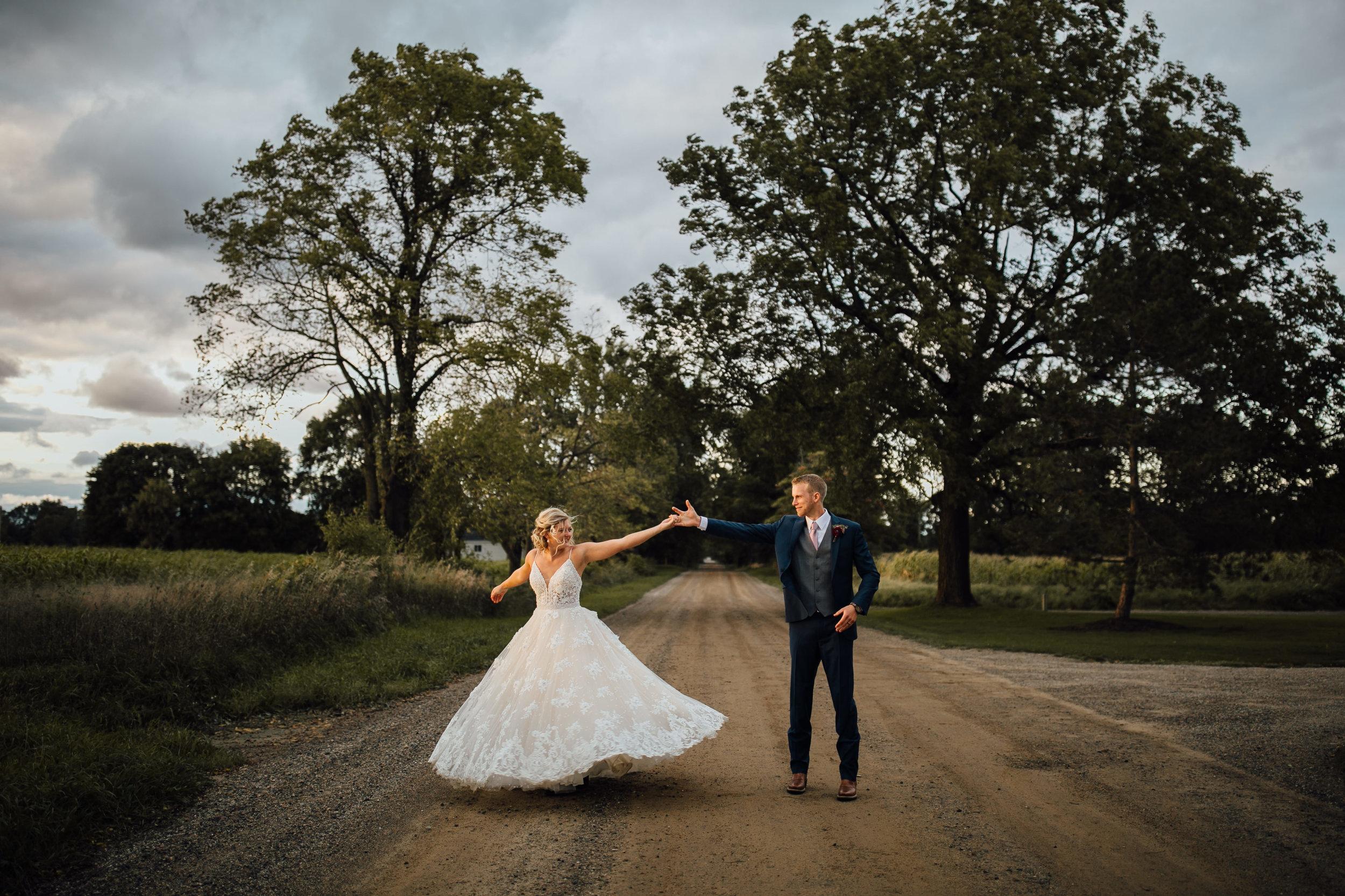 2018-9-Tessa-Aaron-Preview-Wildwood-Family-Farms-Wedding-Michigan-Wedding-Photographer-184.jpg
