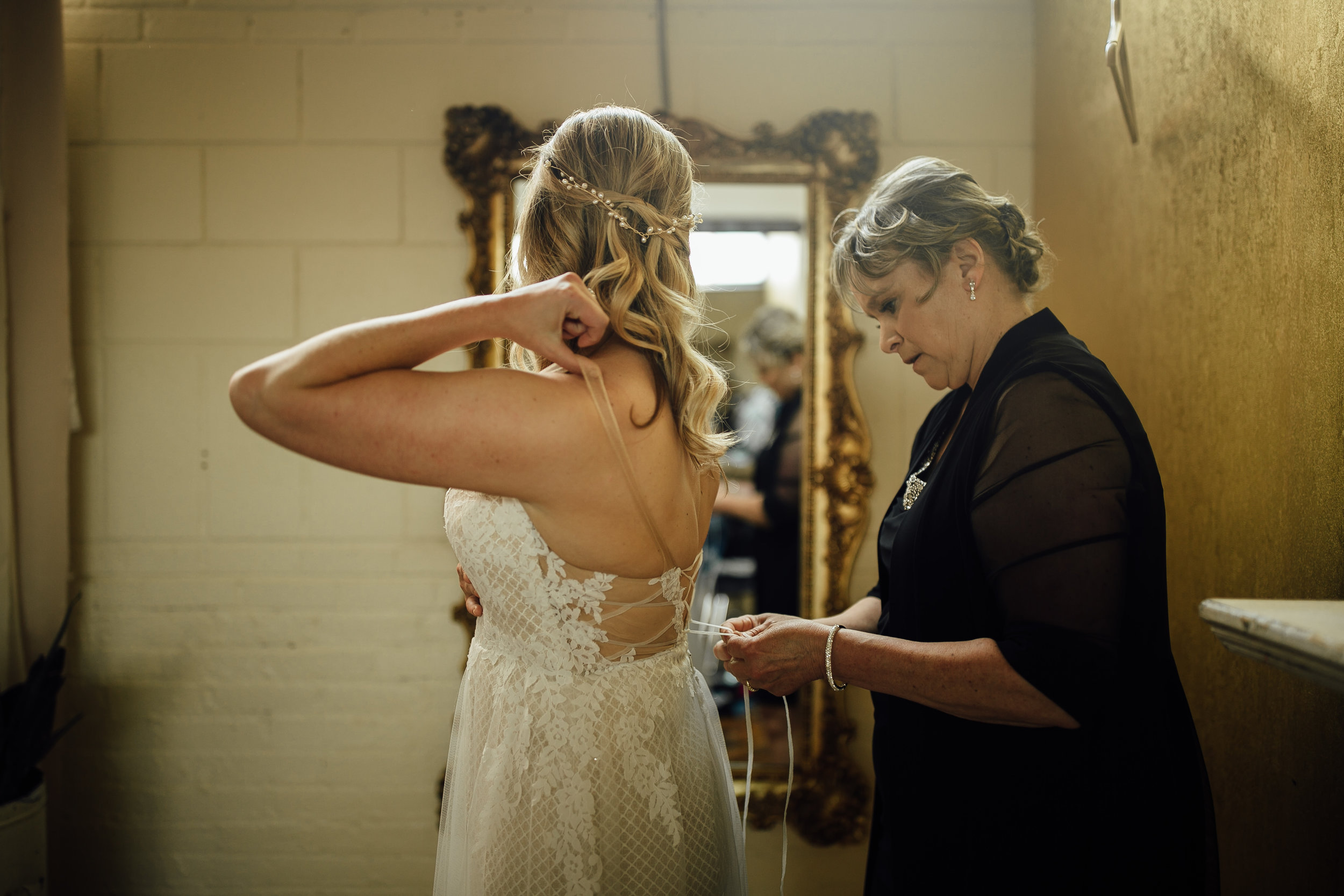 2018-6-Maggie-Johnny-Preparations-Cheney-Place-Wedding-Grand-Rapids-Michigan-Wedding-Photographer-219.jpg