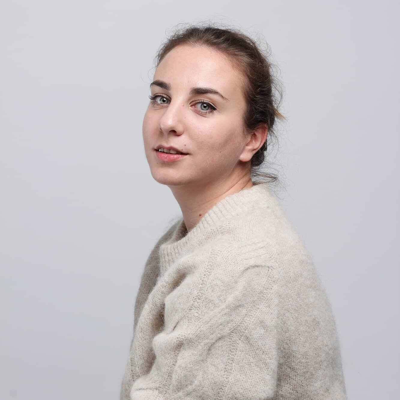 Say hello to our colleague Aleksandra! 👋  - - -  I come from Serbia where I started my programming career as a Full-stack web developer in an outsourcing company. The first programming language I encountered at the university was Java, but I quickly realized my love for JavaScript while trying to make a fan page for one of my favorite artists at the time. Three and a half years have passed since then - I still love JavaScript and everything around it. Apart from that, I love animals and nature, and in my free time, I'm trying to be artsy by playing the piano.  I started working at Mirado in February 2020, and I'm currently on an assignment at Agria Vårdguide as a Full-stack JavaScript developer. Being a part of a project involved with helping animals feels like a dream come true since, as a child, I've dreamt of becoming a vet.  In Mirado, you're in a group of experienced, sharp, and fun people who are always willing to help and share their knowledg