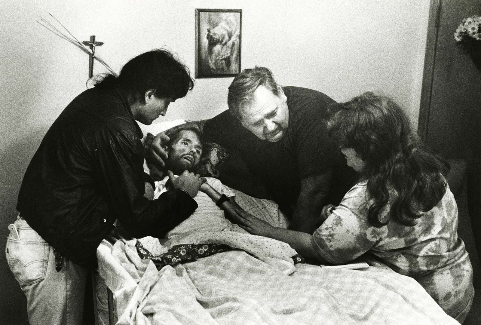 A father comforts his son on his deathbed. The photo that changed the face of AIDS. 1989 (4).jpg