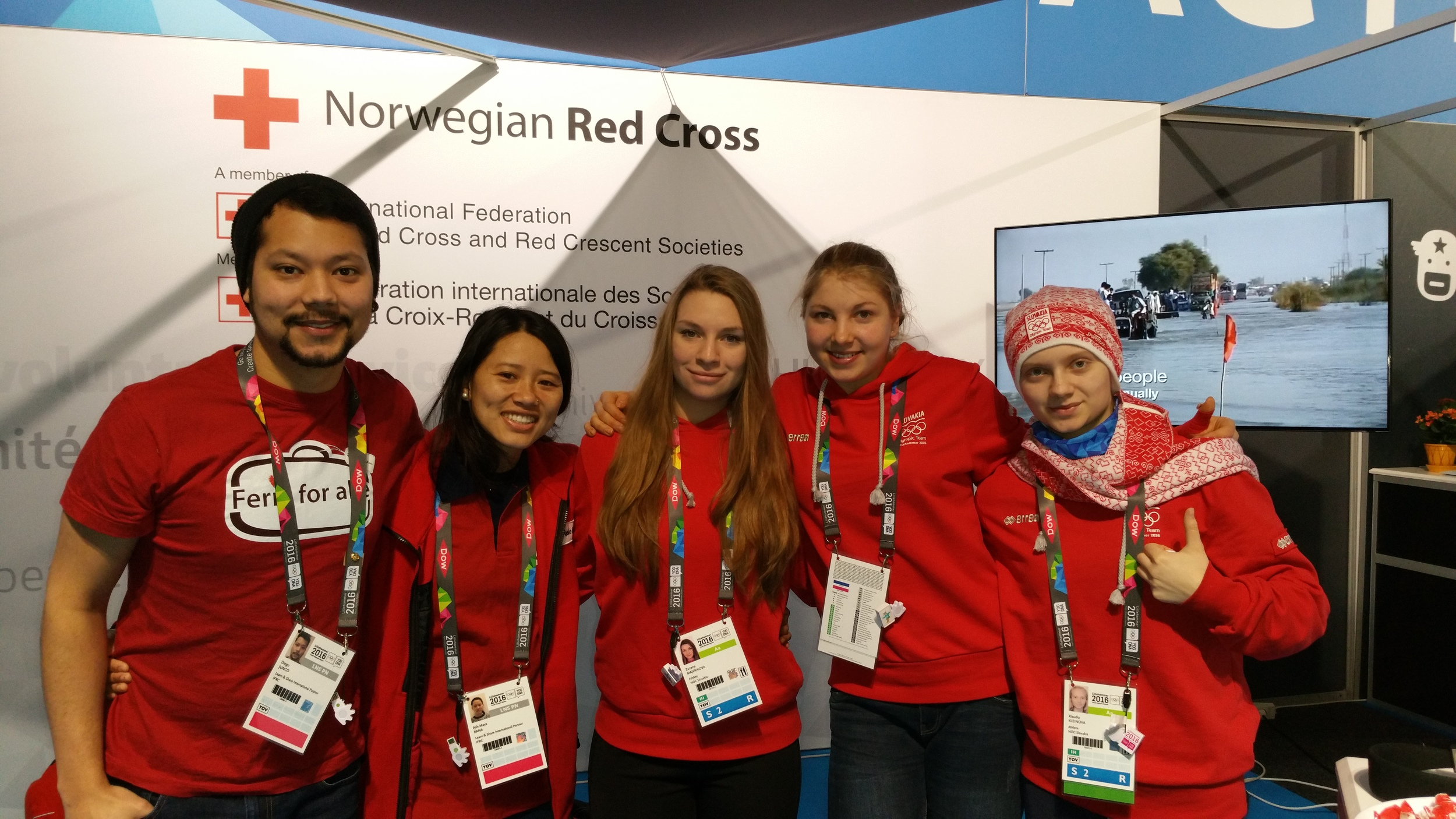 Diego Junco, Ash Maya Rana and the Slovakian Hockey Team.     We as youth Delegates were in charge of the Norwegian Red Cross stand in the Learning and sharing arena. It was great to see how the athletes and the delegations came to our stand to know more about what the Norwegian Red Cross is doing. Among these activities, we had CPR demonstrations, post it activity about what you like the most about yourself and how to use a condom not the least we had the coolest but also greatest experience of a refugee camp ever. With an amazing virtual reality goggles, we gave the participants the real experience of being in a refugee camp, guided by one of the kids who are living there in Syria, so the participants can actually know what it can be like living there.