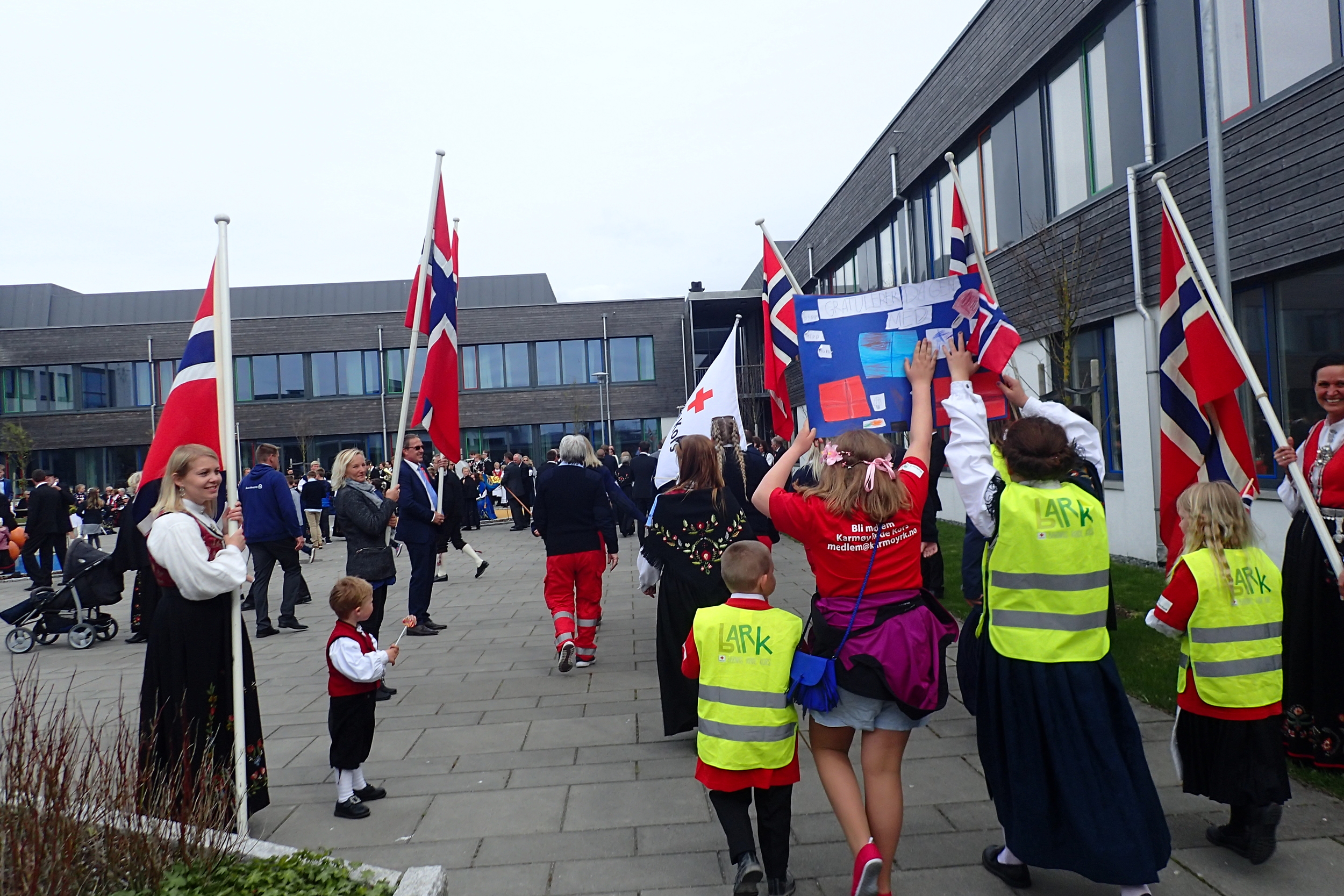 Karmøy Red Cross participating on people's parade