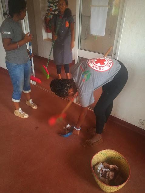 A good party should require some cleaning.Une bonne fête nécessiterait un peu de nettoyage.