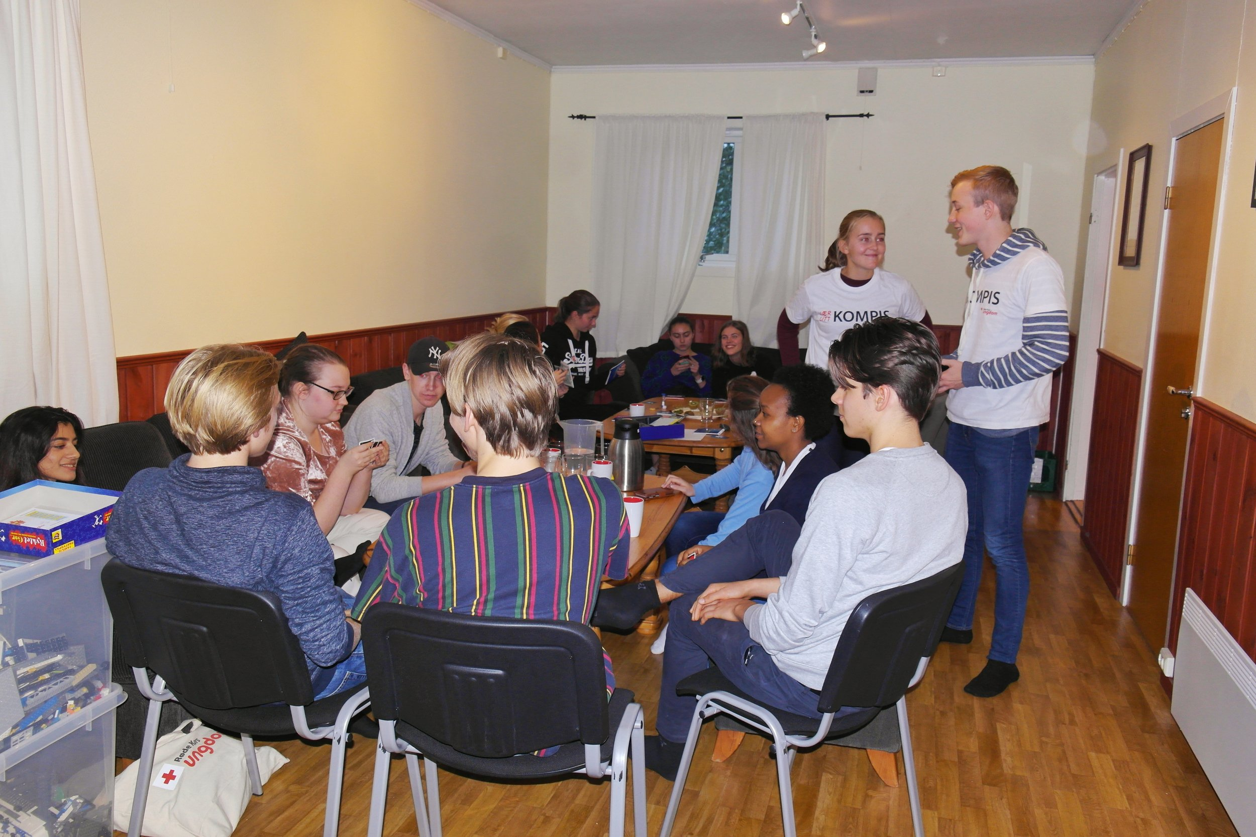 Vestby og Ås Red Cross youth volunteers during a KOMPIS (buddy) activity.