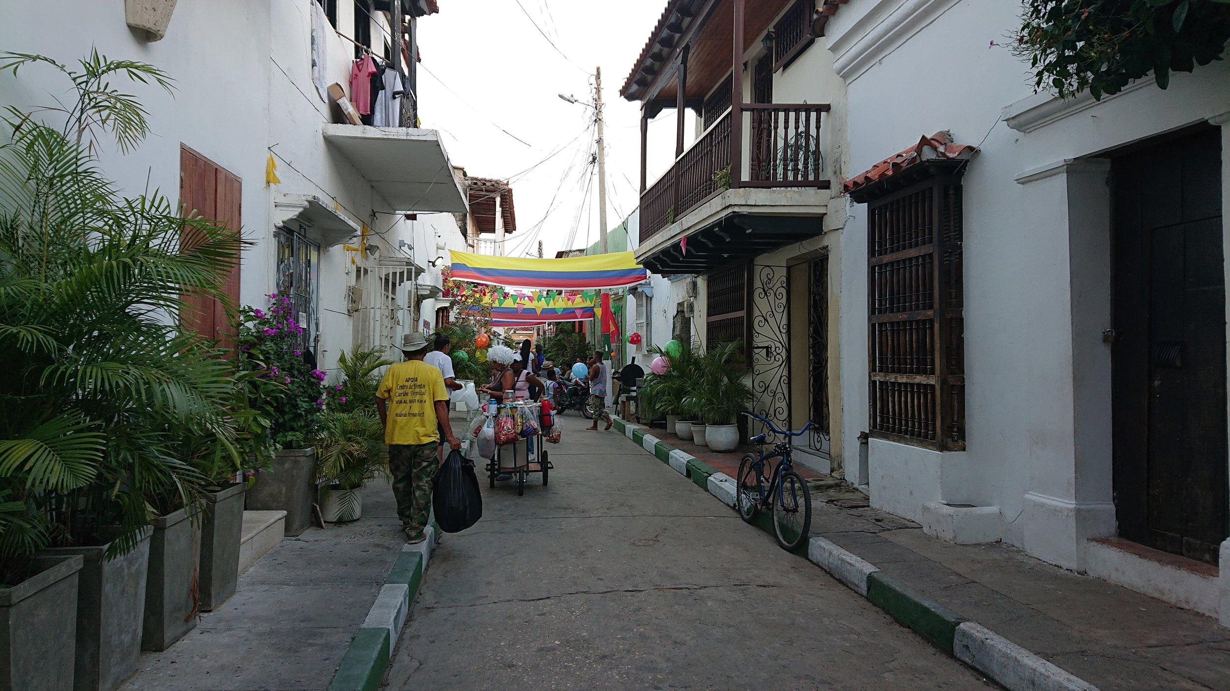 The streets of Cartagena are decorated for party. Las calles de cartagena están decoradas para las fiestas.  Photo by: Kaia Vedlog Kveen.