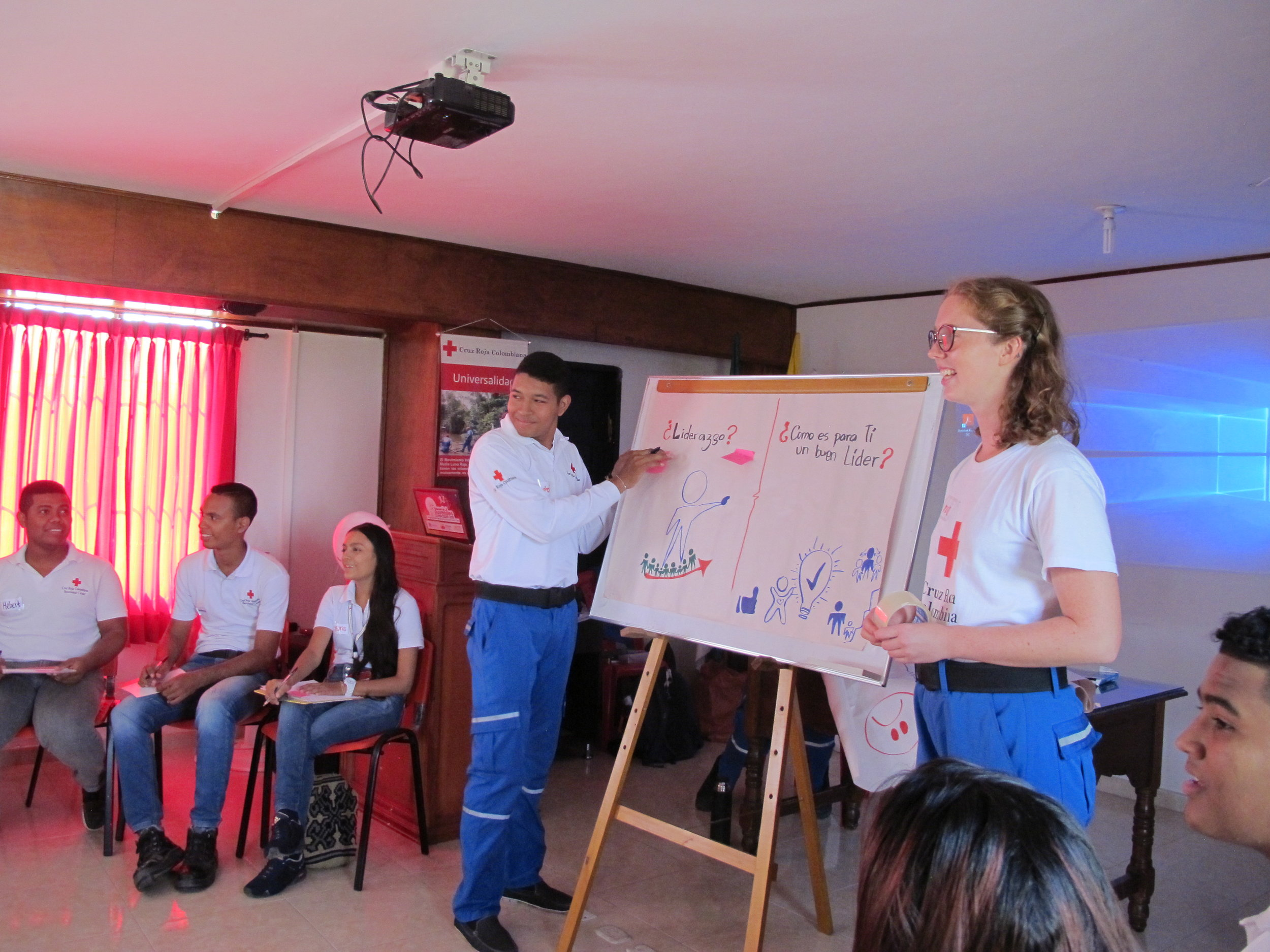 Kaia facilitating an activity in Valledupar.
