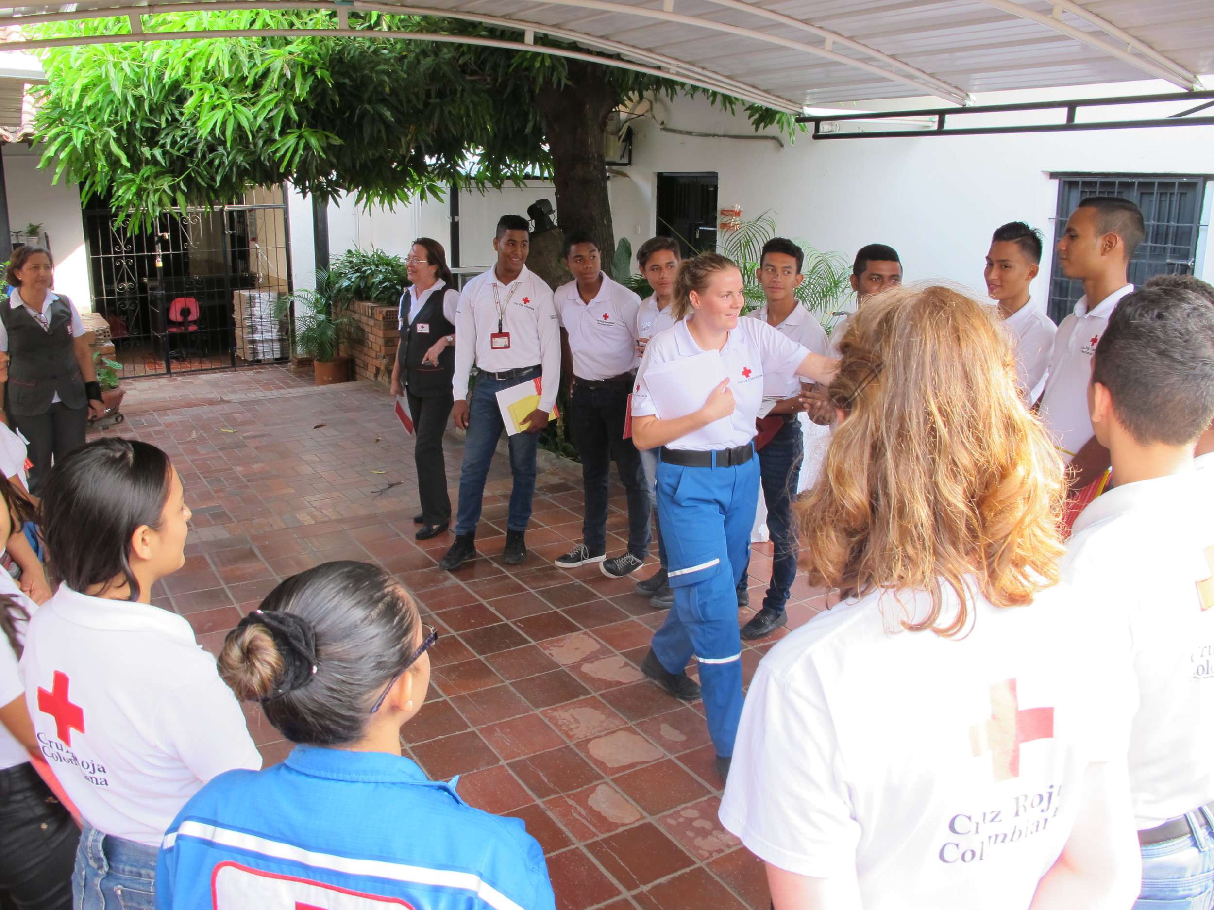 Malene facilitating an activity in Valledupar.