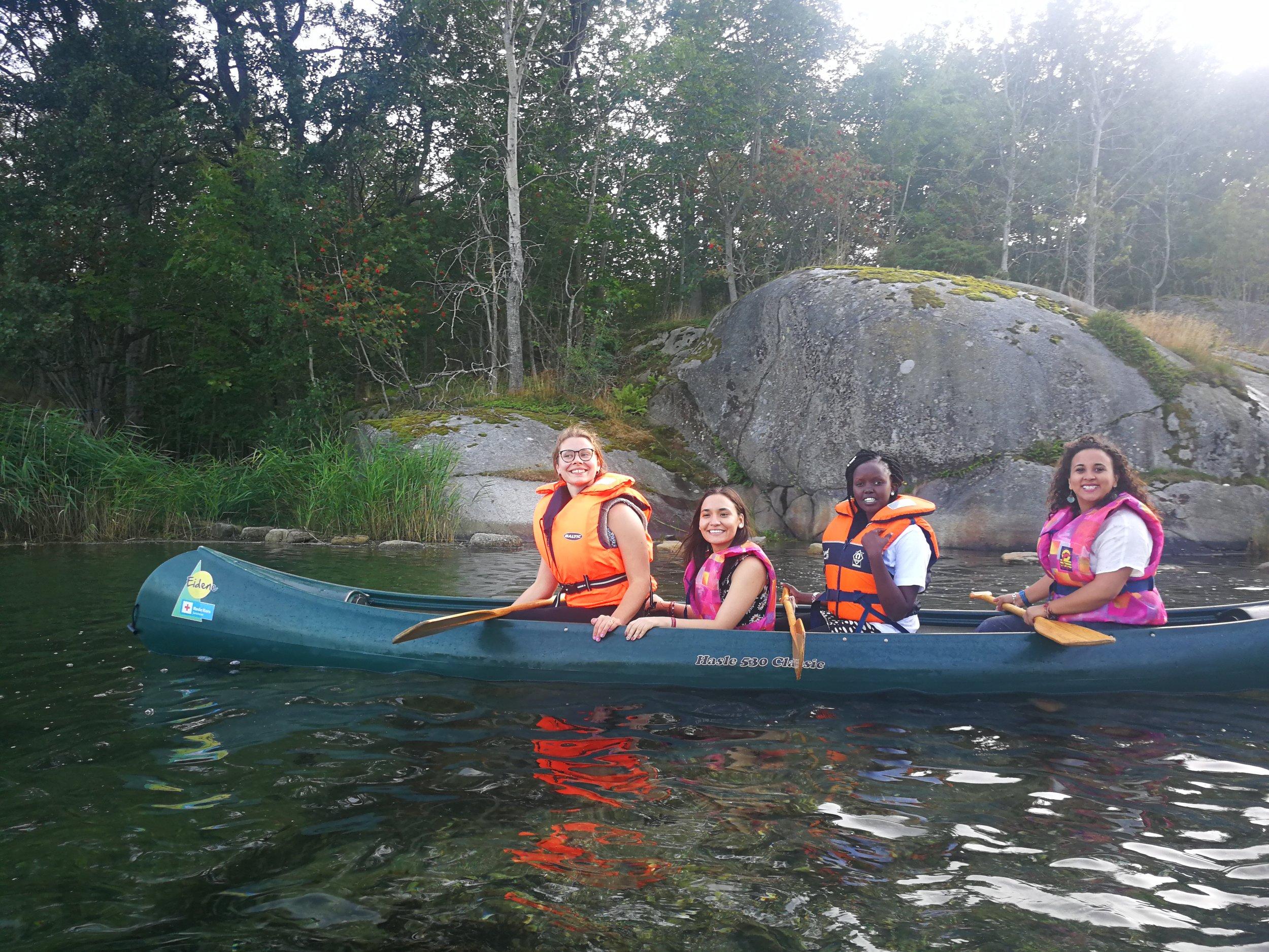Delegates canoeing at the lake in Eidene. Photo by Annie Carolina Tellez .
