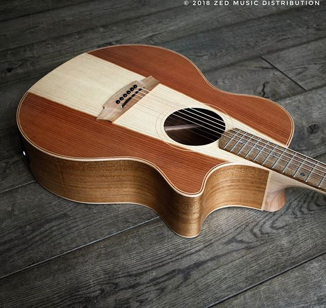 Check out the heart wood on this awesome Angel 2 Redwood top! Some lovely Redwood to help that Monday feeling.  Contact us here at ColeClarkUK to find out more and get in touch with Zed Music Distribution to find your nearest Cole Clark dealer and get your hands on one! @zedmusicdistribution  Photo and Copyright owned by Zed Music Distribution.  #coleclark #coleclarkguitars #redwood #california #big #grain  #oneofakind #rare #monday #mondaymotivation #mondays #worldsmostnaturalpickup  #acousticguitar #acousticaguitar #acoustic #guitars #guitarist #guitar #guitarsdaily #guitarspotter #guitarsarebetter #guitarcover #zedmusicdistribution #martin #taylor #fender #gibson
