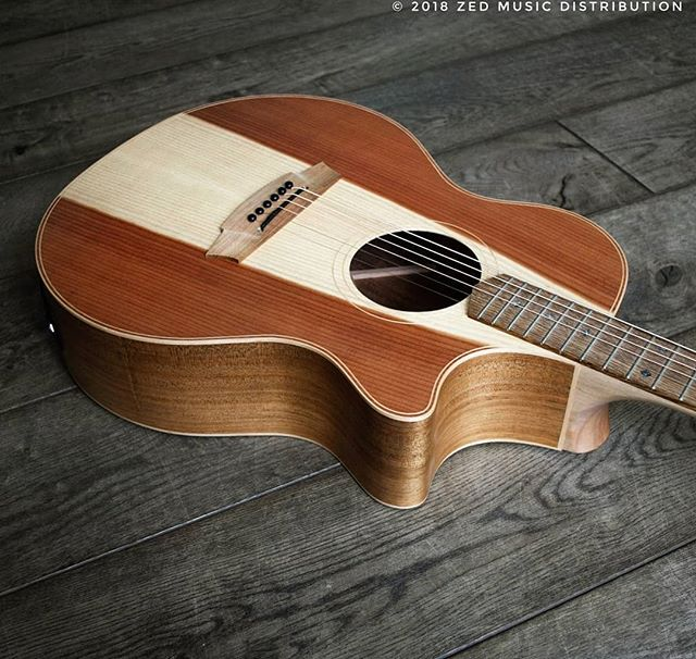 Check out the heart wood on this awesome Angel 2 Redwood top! Some lovely Redwood for that Sunday bank holiday weekend!  Contact us here at Zed Music Distribution to find your nearest Cole Clark dealer and get your hands on one! @zedmusicdistribution  Photo and Copyright owned by Zed Music Distribution.  #coleclark #coleclarkguitars #redwood #california #big #grain  #oneofakind #rare #monday #mondaymotivation #mondays #worldsmostnaturalpickup  #acousticguitar #acousticaguitar #acoustic #guitars #guitarist #guitar #guitarsdaily #guitarspotter #guitarsarebetter #guitarcover #zedmusicdistribution #martin #taylor #fender #gibson