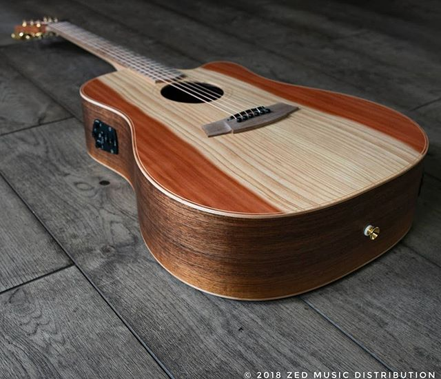 A close up of the this awesome Redwood top and the incredible grain!  #big #bold #dreadnaught  Contact us here at ColeClarkUK to find out more and get in touch with Zed Music Distribution to find your nearest Cole Clark dealer and get your hands on one!  Photo and Copyright owned by Zed Music Distribution.  #coleclark #coleclarkguitars #redwood #california  #oneofakind #rare #monday #mondaymotivation #mondays #worldsmostnaturalpickup  #acousticguitar #acousticaguitar #acoustic #guitars #guitarist #guitar #guitarsdaily #zedmusicdistribution #martin #taylor #fender #gibson