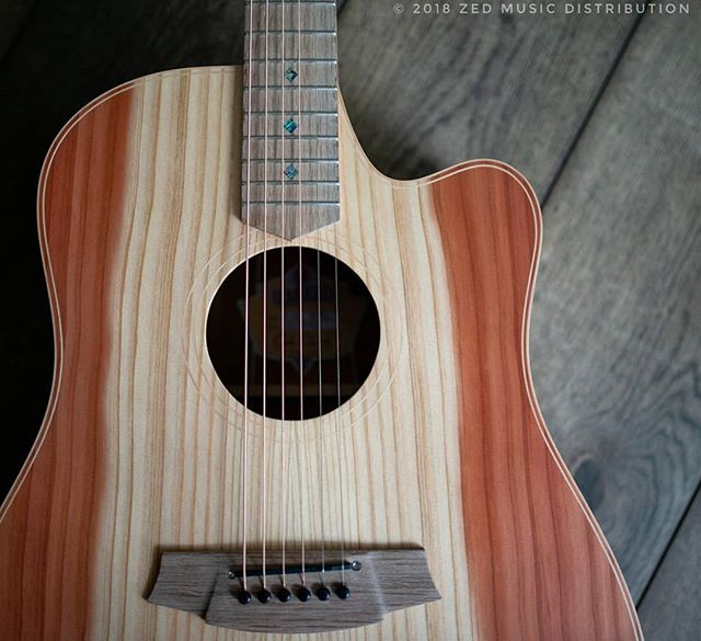 Absolutely loving this Redwood top and the incredible grain! What do you think?  #big #bold #dreadnaught  Contact us here at ColeClarkUK to find out more and get in touch with Zed Music Distribution to find your nearest Cole Clark dealer and get your hands on one!  Photo and Copyright owned by Zed Music Distribution.  #coleclark #coleclarkguitars #redwood #california  #oneofakind #rare #monday #mondaymotivation #mondays #worldsmostnaturalpickup  #acousticguitar #acousticaguitar #acoustic #guitars #guitarist #guitar #guitarsdaily #zedmusicdistribution #martin #taylor #fender #gibson