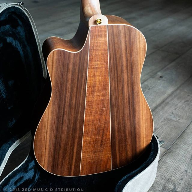And now a shot of the back of the awesome Redwood dreadnaught we have been showing recently.  #big #bold #dreadnaught  Contact us here at ColeClarkUK to find out more and get in touch with Zed Music Distribution to find your nearest Cole Clark dealer and get your hands on one!  Photo and Copyright owned by Zed Music Distribution.  #coleclark #coleclarkguitars #redwood #california  #oneofakind #rare #monday #mondaymotivation #mondays #worldsmostnaturalpickup  #acousticguitar #acousticaguitar #acoustic #guitars #guitarist #guitar #guitarsdaily #zedmusicdistribution #martin #taylor #fender #gibson