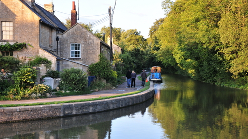 Beautiful walks from the Cottage, along the  Avon & Kennet canal  across the Somerset & Wiltshire borders