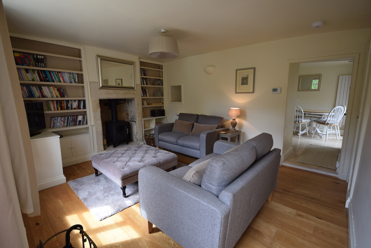 White Hart, holiday cottage sitting room.JPG
