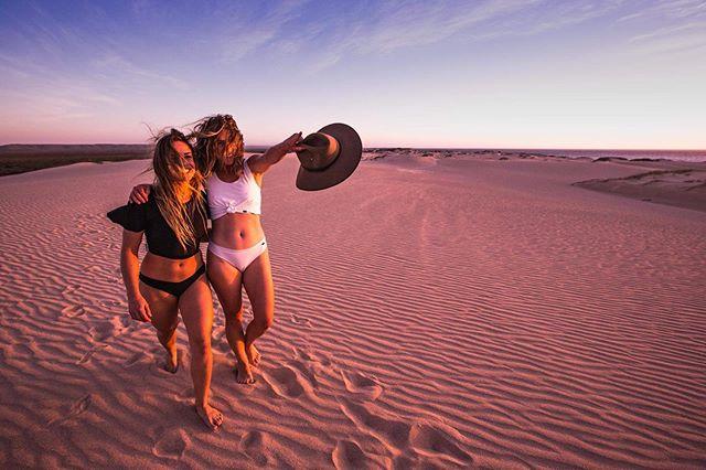 Sand e v e r y w h e r e. Long weekend is here and northerlies have set in. Oh hi devil wind you're a bit of a menace aren't you!? 😈 @bridgetrichardson 📷 @nushfreedman 👙 @lebuns_ @selkiesurfwear . . #sanddune #selkiesurf #lebuns #getoutside #exploreyourbackyard #westernaustralia #reddirt #desertdays #desertdunes #sandbetweenmytoes #hanginginourundies #selkiebabes #cheekybum #akubra #akubraofficial #sunsetoverwater #westaustralia #westisbest